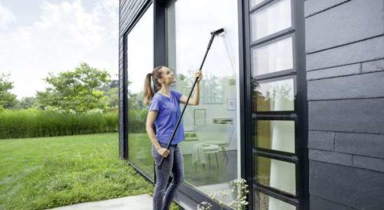 nettoyer des vitres avec un nettoyeur à vapeur